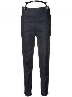 Зауженные джинсы с подтяжками Toga. Цвет: синий