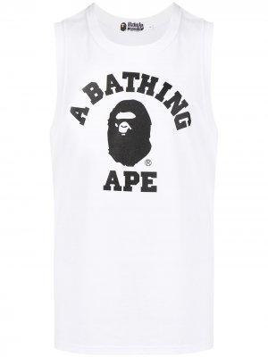 Топ без рукавов с логотипом A BATHING APE®. Цвет: белый
