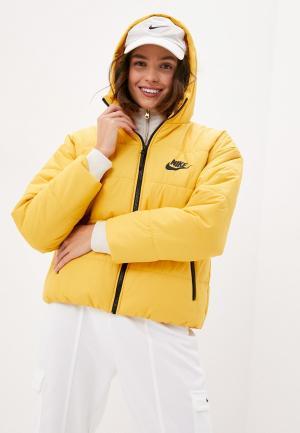 Куртка утепленная Nike. Цвет: желтый