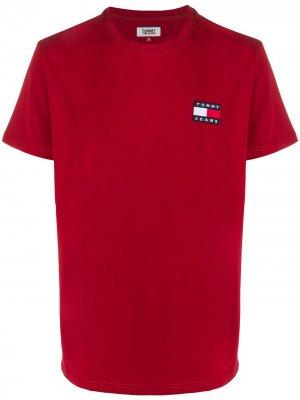 Футболка с короткими рукавами и нашивкой-логотипом Tommy Jeans. Цвет: красный