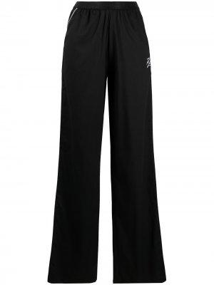 Пижама с вышитым логотипом и контрастной окантовкой Karl Lagerfeld. Цвет: черный