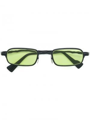 Затемненные солнцезащитные очки в квадратной оправе Kuboraum. Цвет: черный