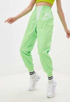 Брюки спортивные Nike. Цвет: зеленый