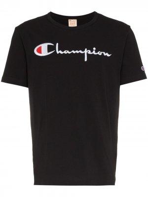 Футболка с вышитым логотипом Champion. Цвет: черный