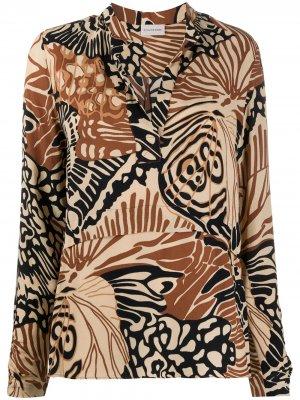 Рубашка с абстрактным принтом и разрезом на воротнике By Malene Birger. Цвет: нейтральные цвета