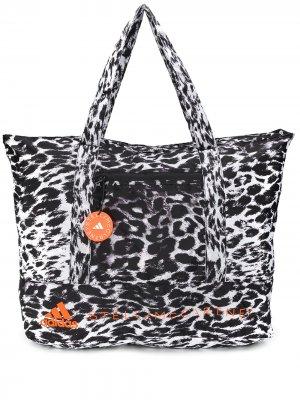 Сумка-тоут с леопардовым принтом adidas by Stella McCartney. Цвет: черный