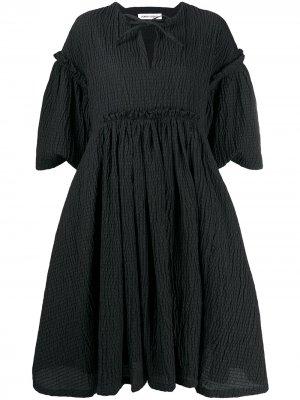 Платье с короткими рукавами и оборками Henrik Vibskov. Цвет: черный