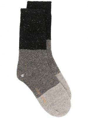 Носки в стиле колор-блок YMC. Цвет: серый