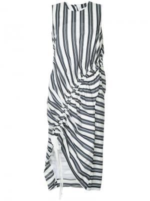 Платье-миди в полоску с присборенными деталями Christopher Esber. Цвет: синий