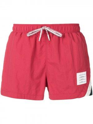 Пляжные шорты с полосками Thom Browne. Цвет: красный