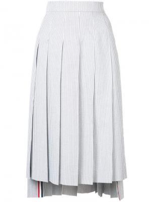 Полосатая юбка-миди в складку Thom Browne. Цвет: серый