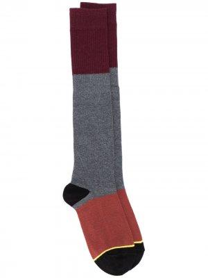 Носки в стиле колор-блок Plan C. Цвет: серый