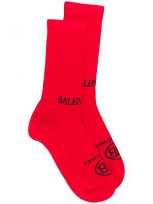 Носки с логотипом Balenciaga. Цвет: красный