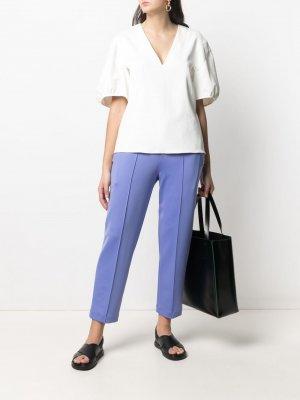 Укороченные брюки с эластичным поясом Issey Miyake. Цвет: фиолетовый