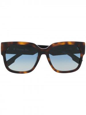 Солнцезащитные очки в прямоугольной оправе Dior Eyewear. Цвет: коричневый