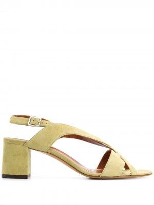 Босоножки на блочном каблуке с перекрестными ремешками Michel Vivien. Цвет: beige