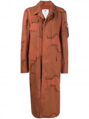 Длинное пальто с камуфляжным принтом Marine Serre. Цвет: оранжевый