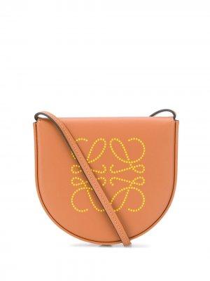 Сумка на плечо с тисненым логотипом LOEWE. Цвет: коричневый