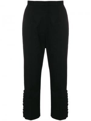 Укороченные брюки с мелкими оборками по бокам I'M Isola Marras. Цвет: черный