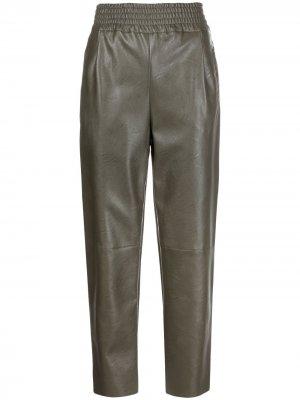 Зауженные брюки Sammartini из искусственной кожи Pinko. Цвет: зеленый