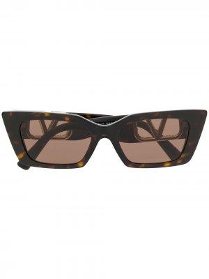 Солнцезащитные очки с логотипом VLogo Valentino Eyewear. Цвет: коричневый