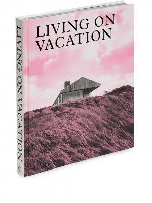 Книга Living On Vacation (290 x 250 мм) Phaidon Press. Цвет: белый