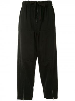 Ys укороченные брюки с карманами и молниями Y's. Цвет: черный