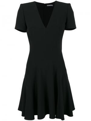 Черное платье с короткими рукавами и V-образным вырезом Alexander McQueen. Цвет: черный