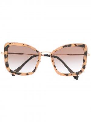 Солнцезащитные очки в массивной оправе Miu Eyewear. Цвет: розовый