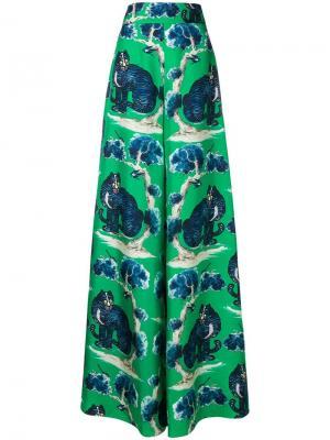 Расклешенные брюки с принтом котов Gucci. Цвет: зеленый
