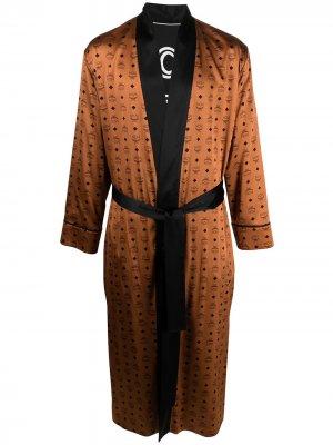 Атласный халат с логотипом MCM. Цвет: коричневый