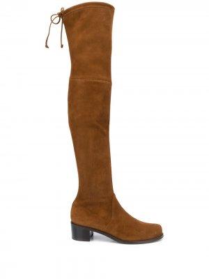 Ботфорты со шнуровкой Stuart Weitzman. Цвет: коричневый