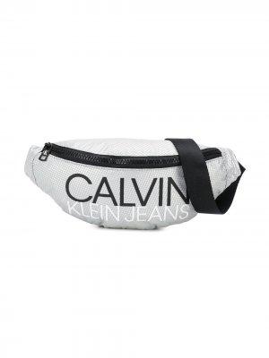 Поясная сумка с логотипом Calvin Klein Kids. Цвет: серый