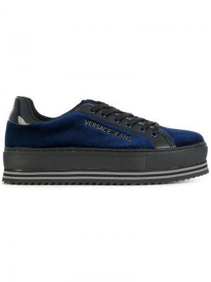 Кроссовки на платформе со шнуровкой Versace Jeans. Цвет: синий