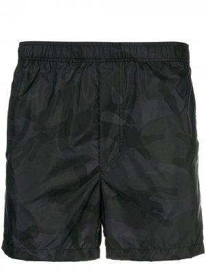 Camouflage print swim shorts Valentino. Цвет: черный
