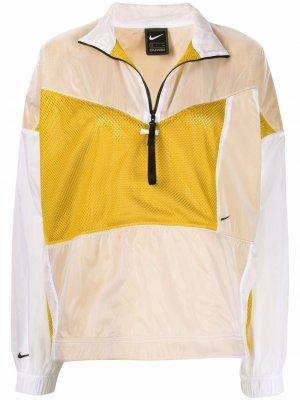 Спортивная куртка Nike. Цвет: белый