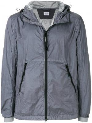 Водоотталкивающая куртка с капюшоном CP Company. Цвет: серый