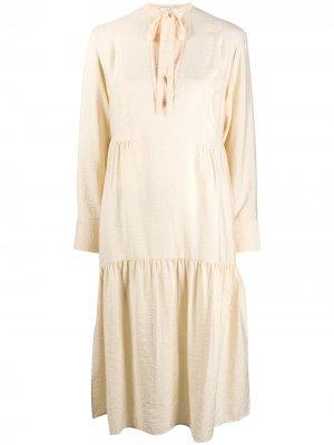 Расклешенное платье миди Vince. Цвет: нейтральные цвета
