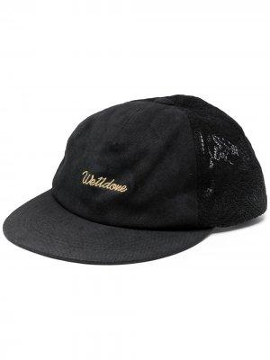 Бейсболка с вышитым логотипом We11done. Цвет: черный