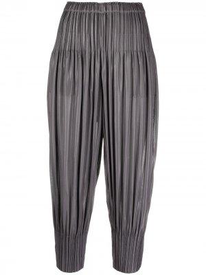 Укороченные брюки с плиссировкой Pleats Please Issey Miyake. Цвет: серый