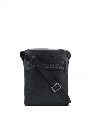 Сумка-мессенджер с тисненым логотипом Emporio Armani. Цвет: черный