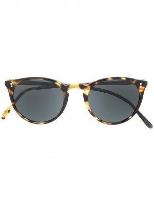 Солнцезащитные очки в оправе черепаховой расцветки Oliver Peoples. Цвет: коричневый