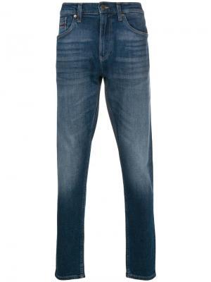 Зауженные джинсы Tommy Jeans. Цвет: синий
