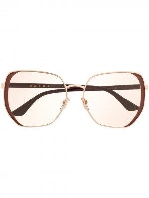 Солнцезащитные очки в массивной оправе Marni Eyewear. Цвет: коричневый