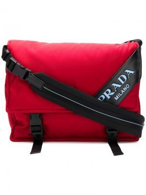 Сумка-мессенджер с логотипом Prada. Цвет: красный