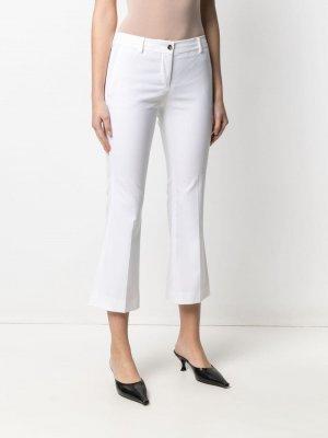 Укороченные расклешенные брюки Alberto Biani. Цвет: белый