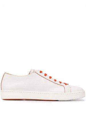 Кроссовки с контрастной шнуровкой Santoni. Цвет: белый