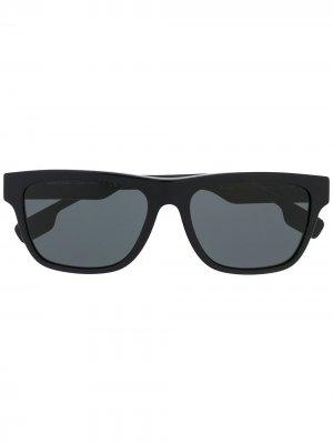 Солнцезащитные очки с затемненными линзами Burberry Eyewear. Цвет: черный