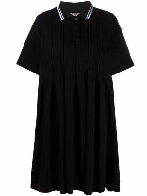 Плиссированное платье с воротником поло Maison Kitsuné. Цвет: черный