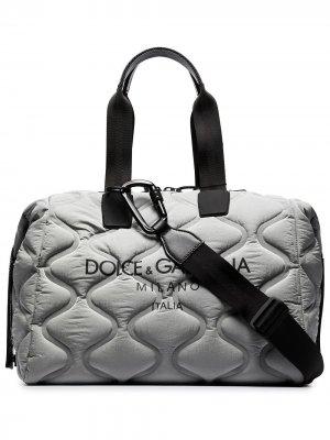 Стеганая спортивная сумка с логотипом Dolce & Gabbana. Цвет: серый
